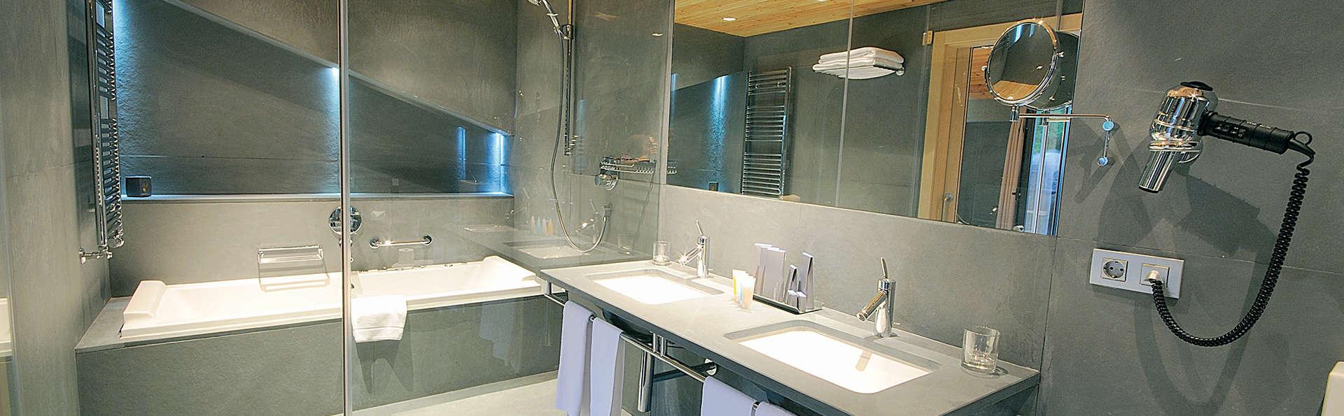 Hotel Palomé - EDIT_Bathroom.jpg