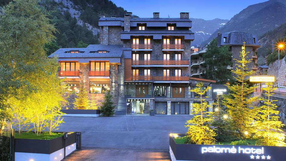 Hotel Palomé - EDIT_Hotel-night.jpg