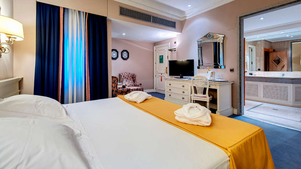 Hotel Miguel Angel by BlueBay - EDIT_habitacion-royal-premiere-romance-001.jpg