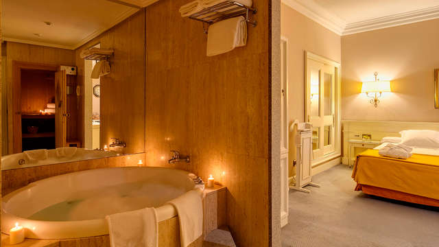 Lujo, Romanticismo y Spa Lovers: Suite con jacuzzi ,Spa, y mil detalles en Madrid