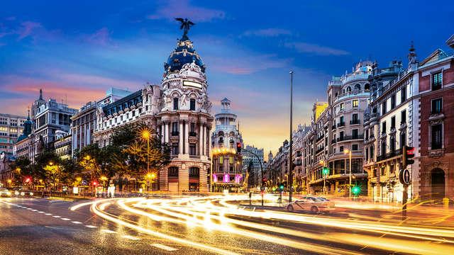 Descubre Madrid con Bus Turístico, entradas el Bernabeu, Gin Tonic y Hotel de Lujo en la Castellana