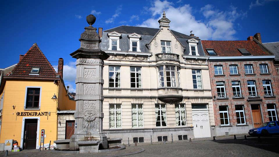 Hôtel Le Saint Georges - edit_facade.jpg