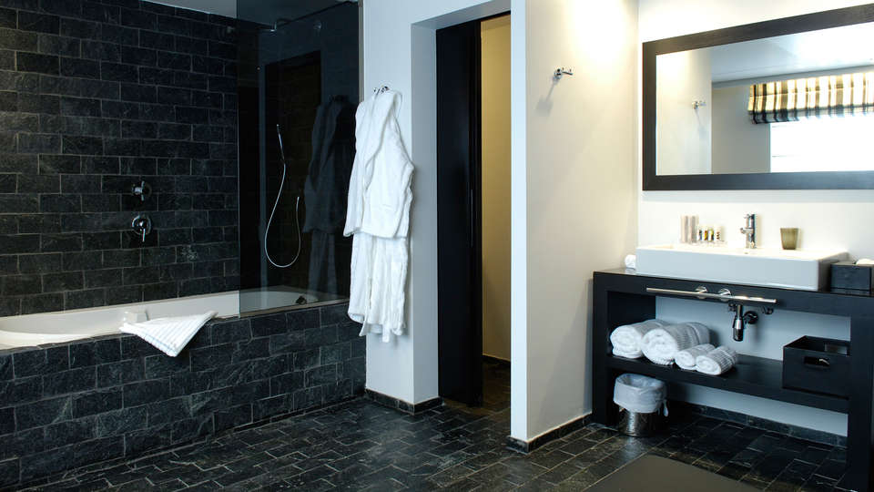Be Manos - EDIT_bathroom3.jpg