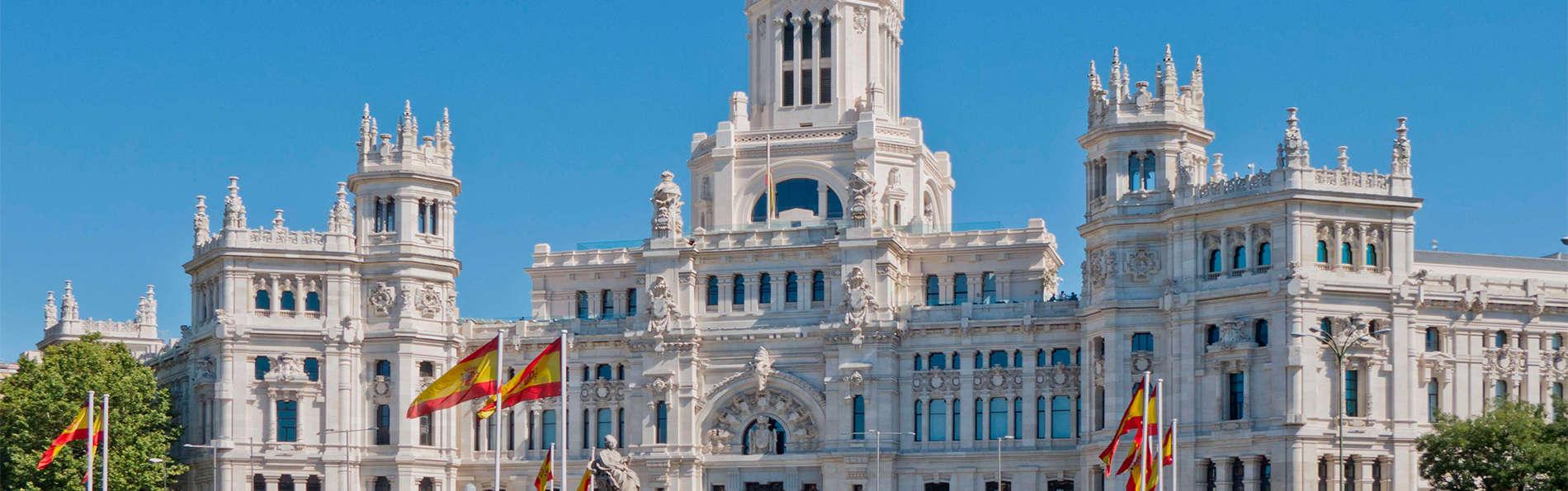 Escapada Romántica en Junior Suite con desayuno y cava en Madrid