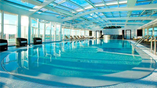 Accès à la piscine panoramique et l'espace Fitness