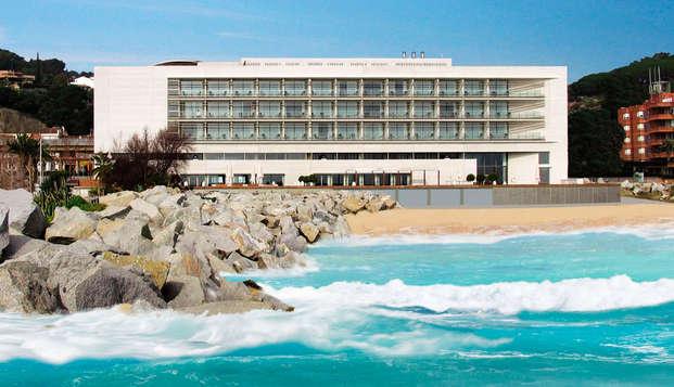 Relax con circuito termal y habitación superior con vistas al mar en Caldes d' Estrac