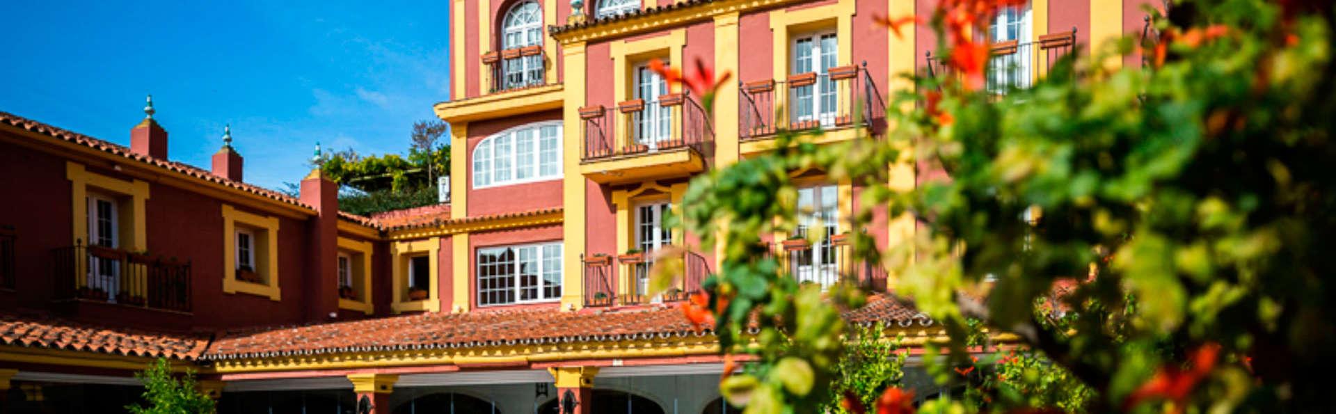Hotel Huerta Honda - edit_fachada1.jpg