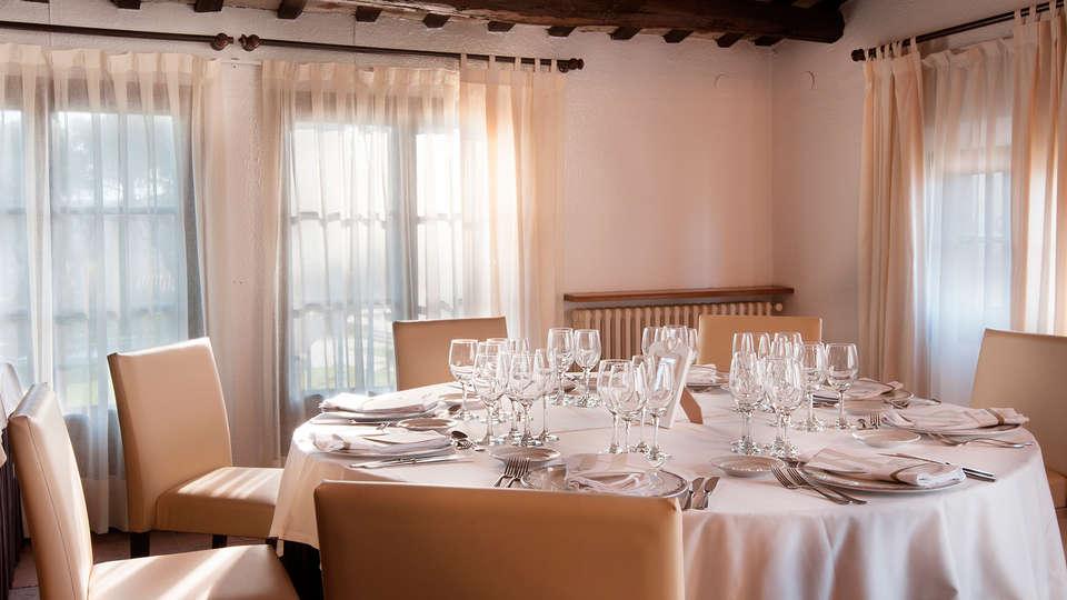 Hotel Mas Solá - EDIT_restaurant4.jpg