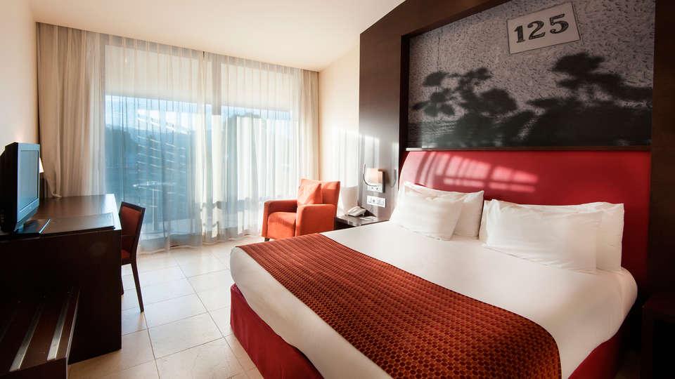 Hotel Mas Solá - EDIT_room2.jpg