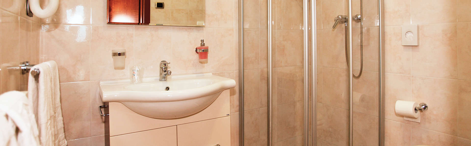 Garda Family House - edit_bathroom.jpg