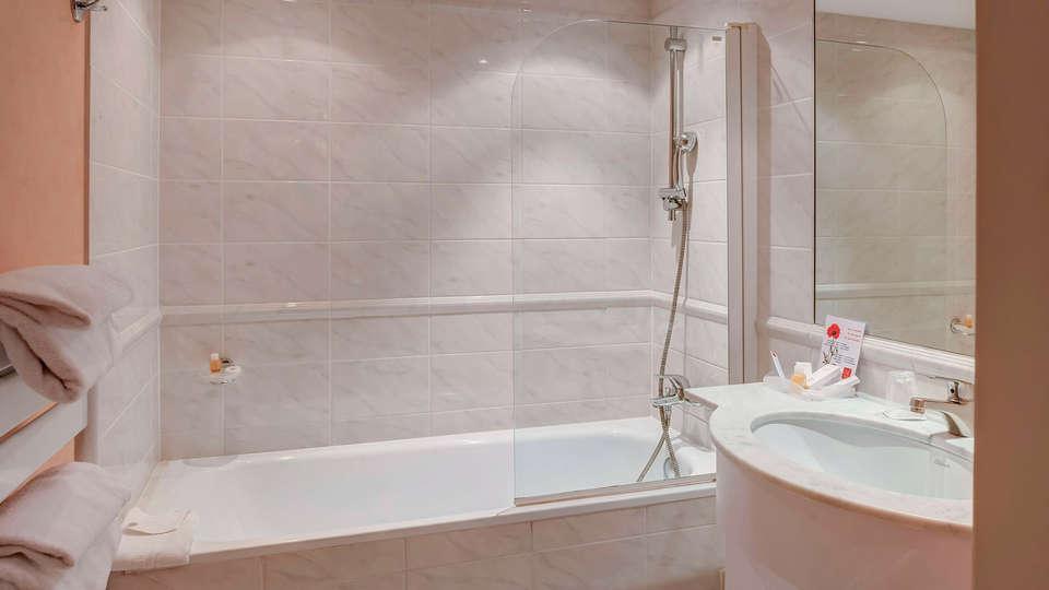Le Jean Sébastien Bach - EDIT_bathroom.jpg