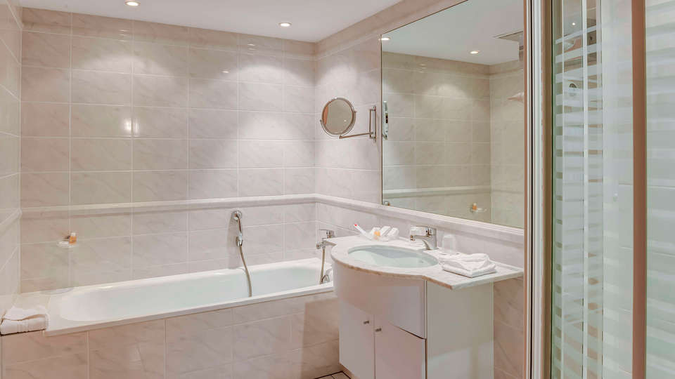 Le Jean Sébastien Bach - EDIT_bathroom2.jpg