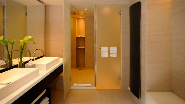 The Hotel Brussels - bathroom