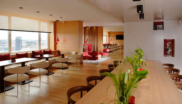 The Hotel Brussels - Panorama Lounge - Overview - Communal table