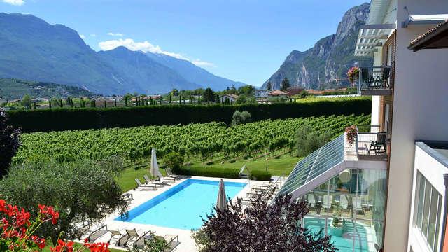 Weekend benessere sul lago di Garda con accesso alla spa e degustazione di vini
