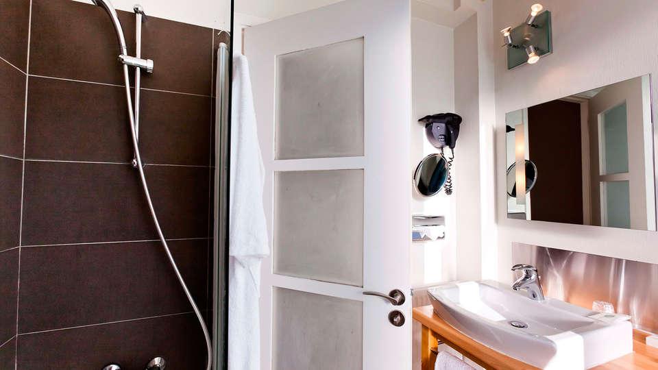 Best Western ARThotel - EDIT_bathroom.jpg