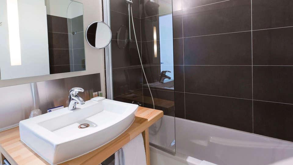 Best Western ARThotel - EDIT_bathroom3.jpg