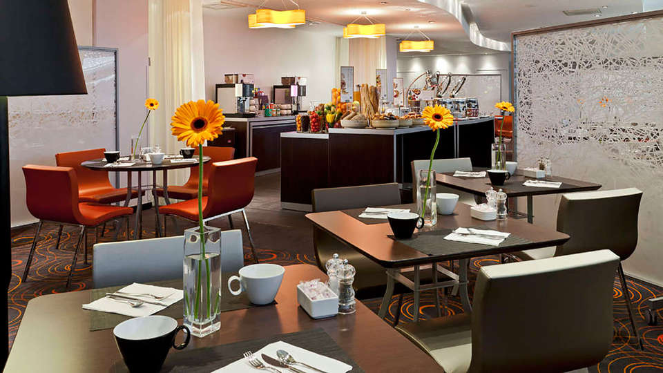 Novotel Paris La Défense - edit_restaurant.jpg