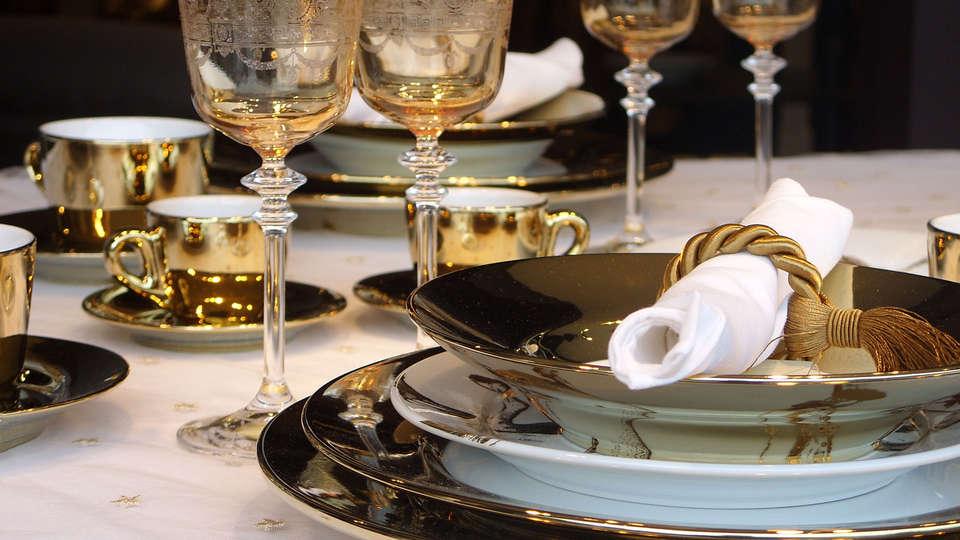 Relais des Trois Châteaux - edit_dinner.jpg