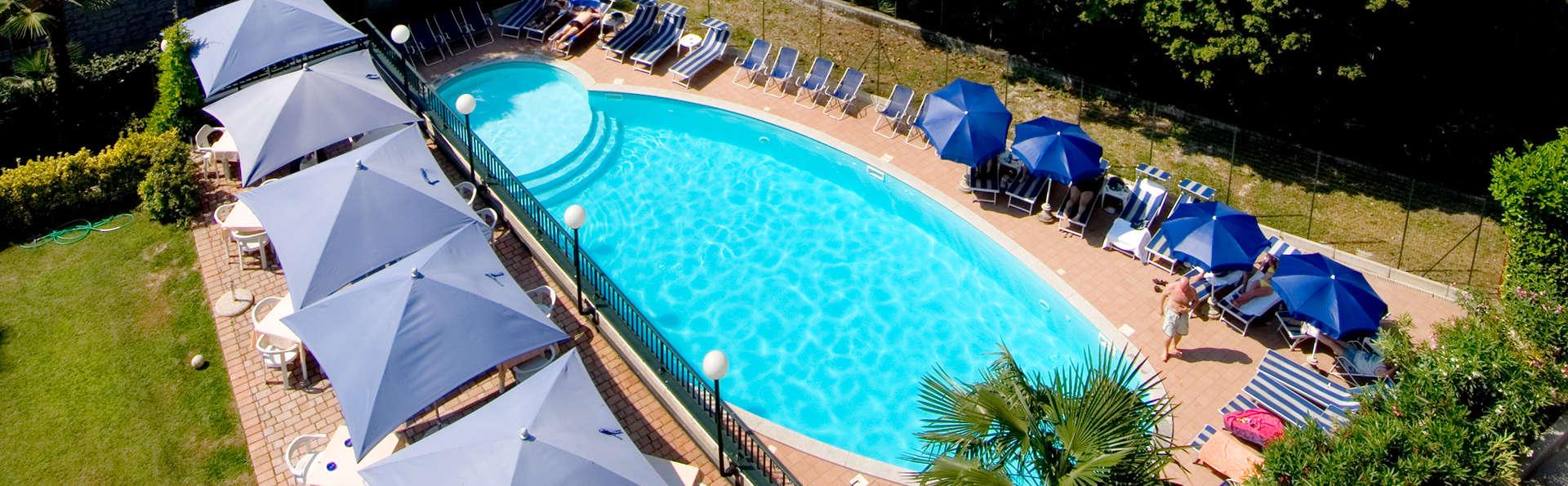 Hotel Flora  - edit_swimmingpool.jpg