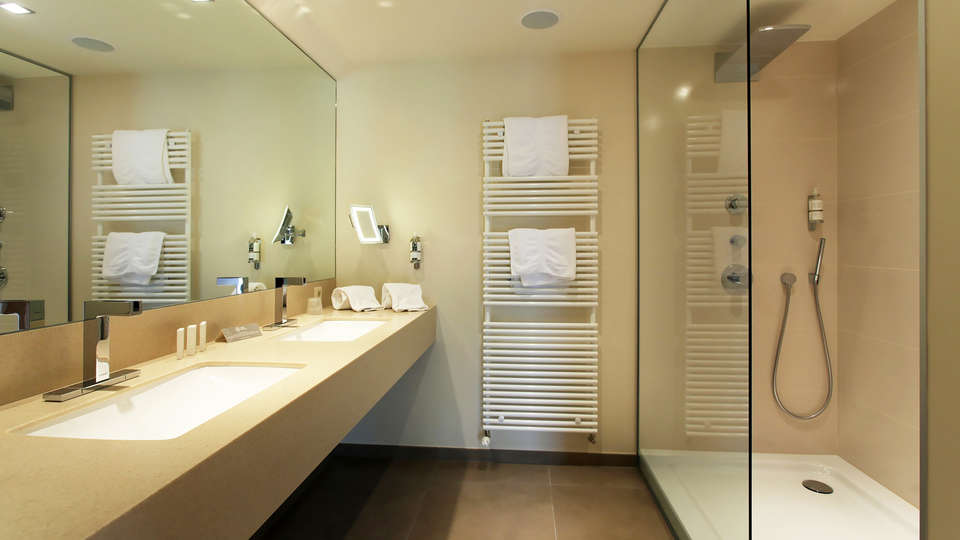 Hôtel des Bains & Wellness Spa Nuxe - edit_bathroom.jpg