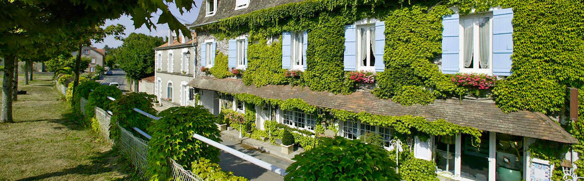 Hostellerie Saint Jacques - edit_front.jpg