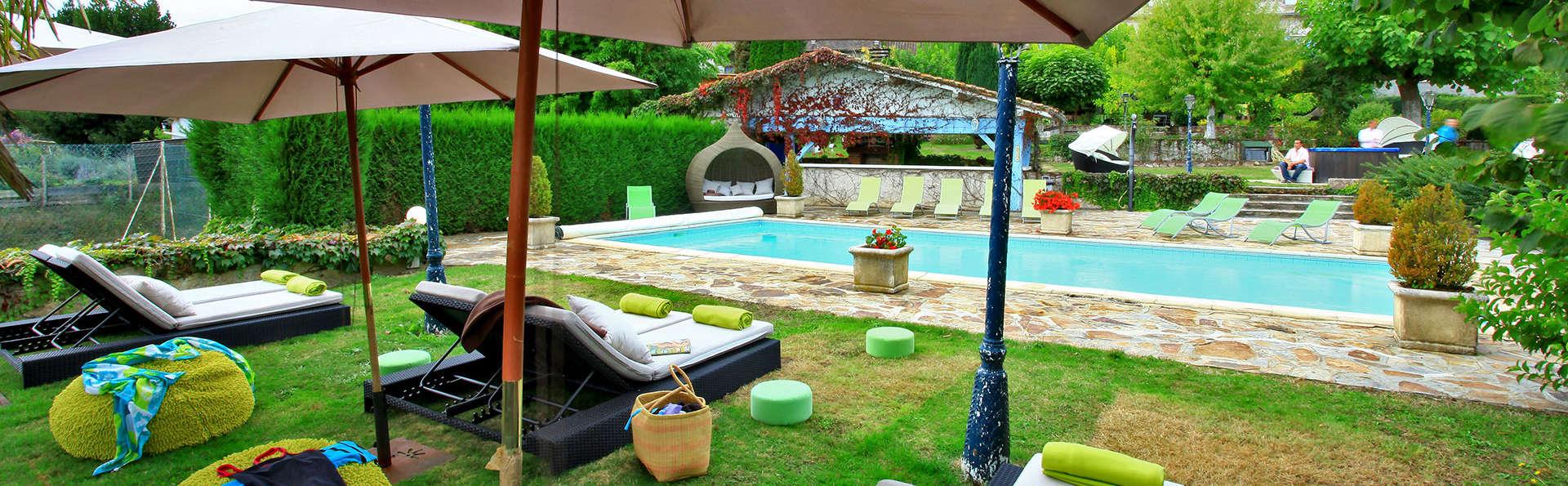 Hostellerie Saint Jacques - edit_gardenpool1.jpg