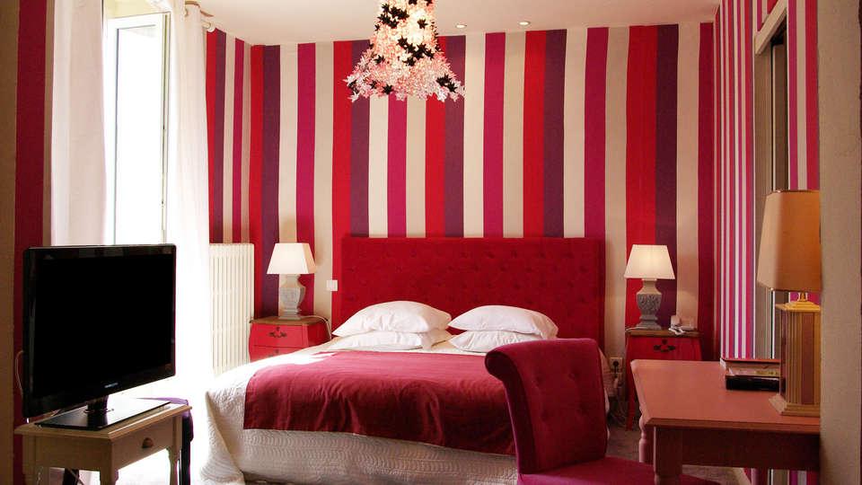 Hostellerie Saint Jacques - edit_room9.jpg