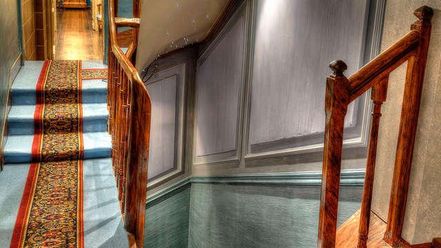 Villa Aultia Hotel - escalera