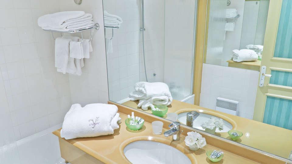 L'Yeuse - EDIT_bath1.jpg