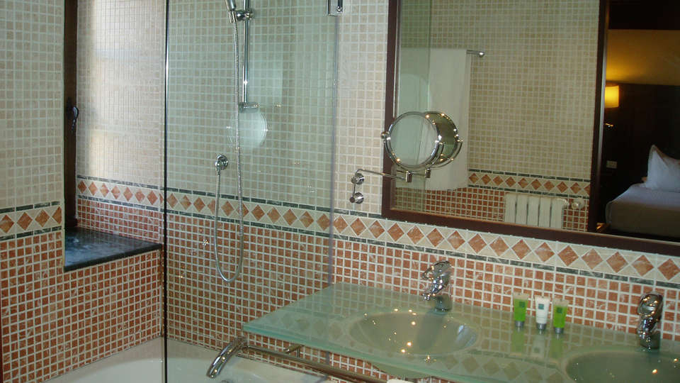 Hospes Palacio de San Esteban - EDIT_bathroomv.jpg