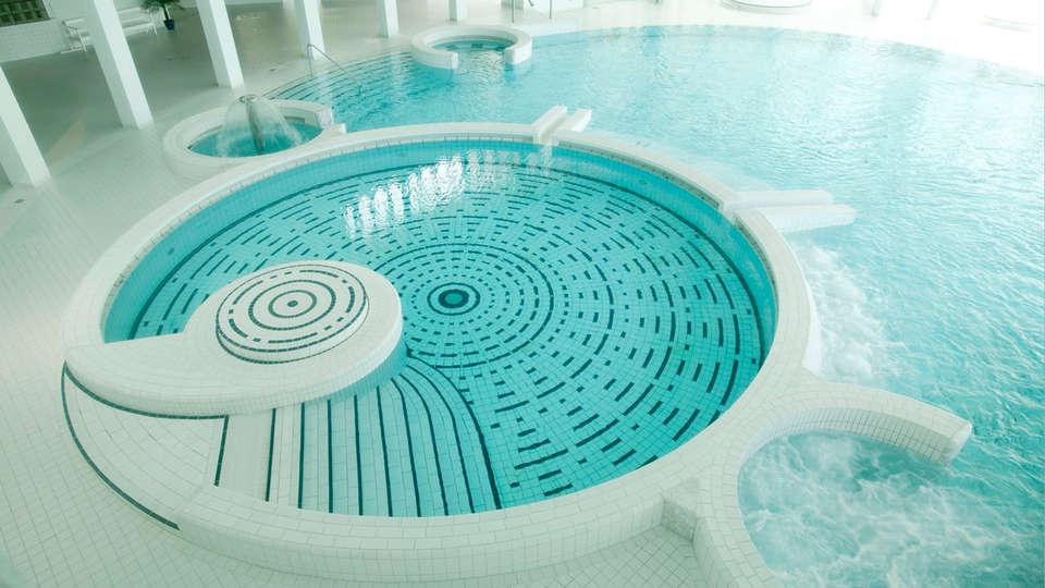 Radisson Blu Balmoral Hotel - EDIT_spa2.jpg