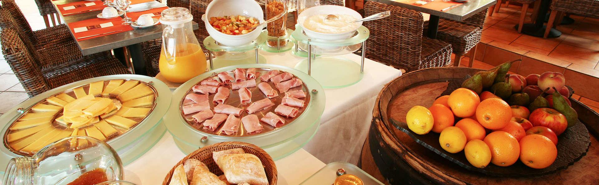 Hôtel Ar Milin - EDIT_buffet.jpg