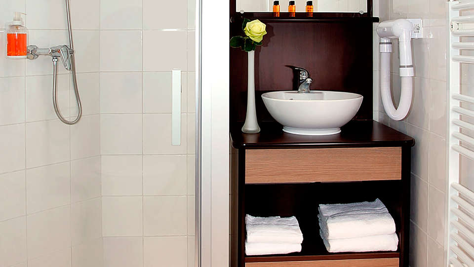 Comfort Suites Cannes-Mandelieu - EDIT_bath2.jpg