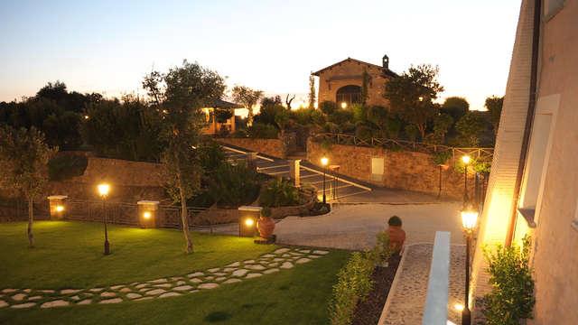 Relax con cena in una dimora storica trasformata in hotel, alle porte di Roma.
