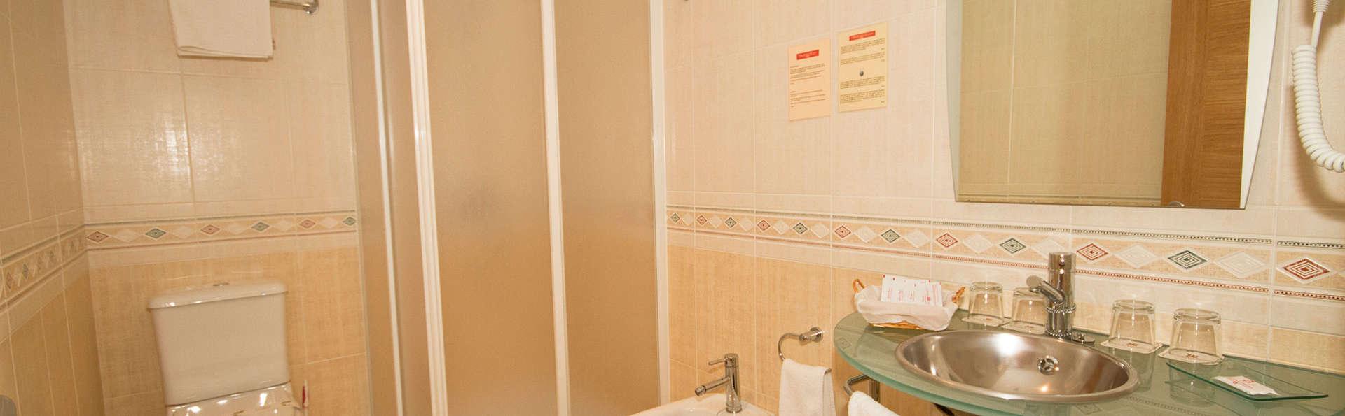 Aparthotel Arenteiro - EDIT_bath.jpg