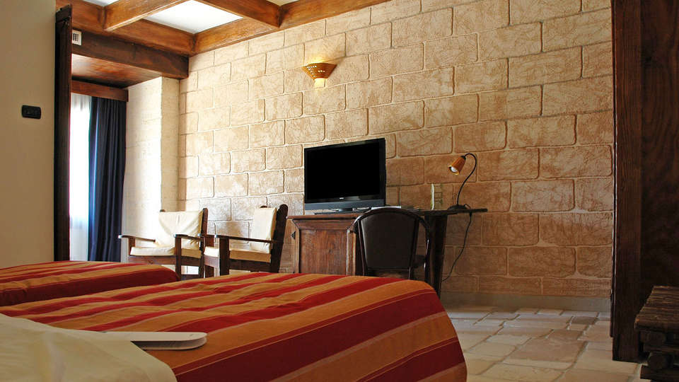 Unahotels Regina Bari - EDIT_room.jpg