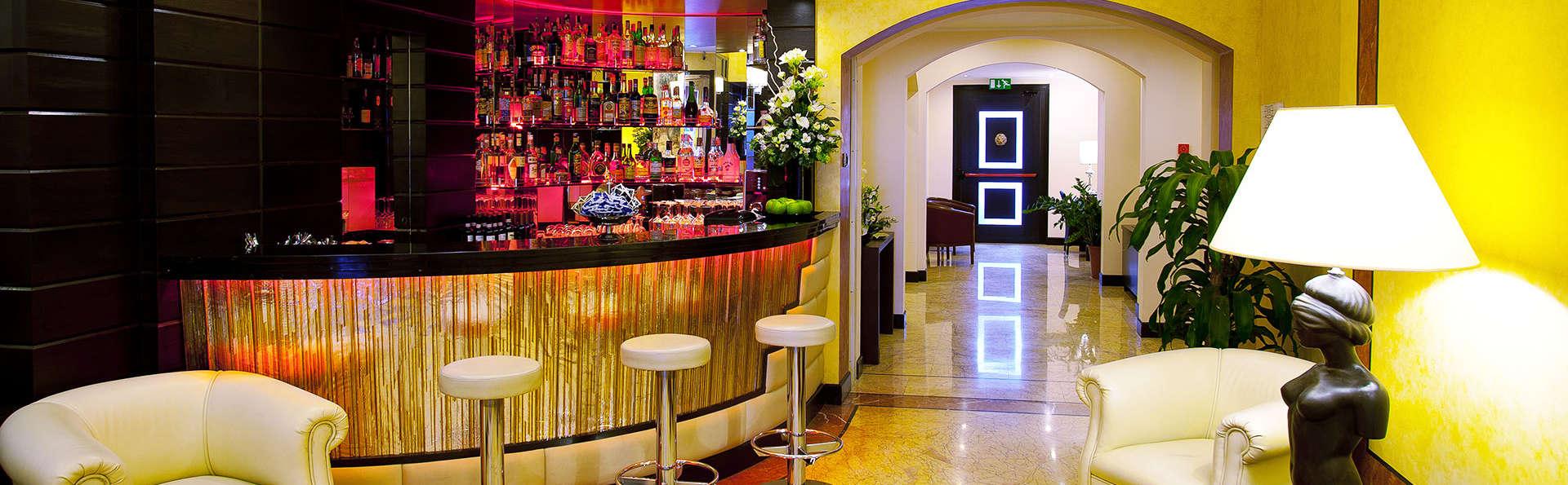 Hotel Silver - EDIT_bar.jpg