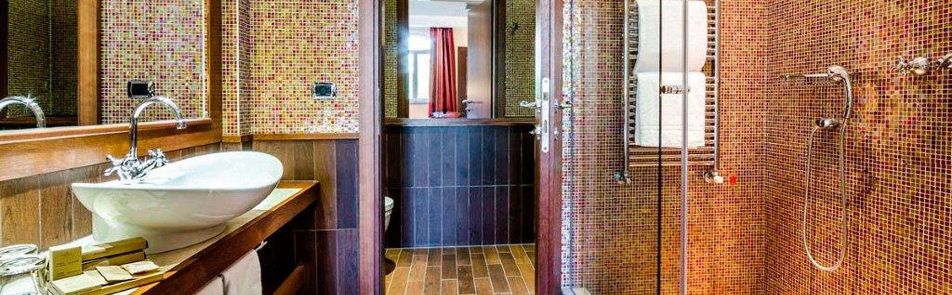 Hotel Silver - EDIT_bath1.jpg