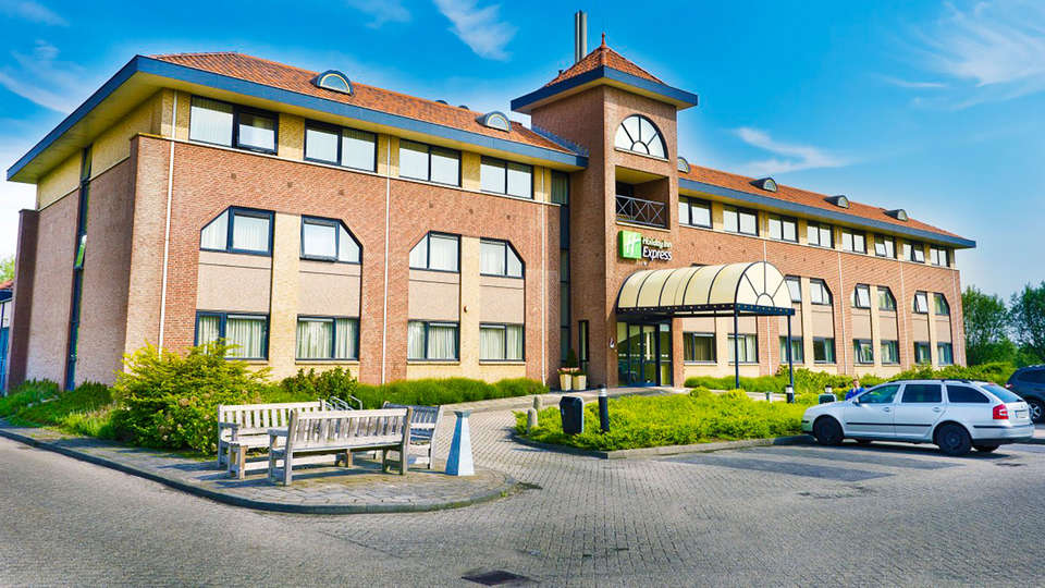 Hotel Port of Moerdijk - EDIT_front.jpg