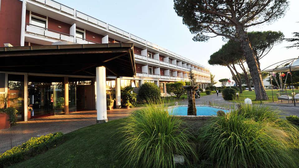 Terme Salus Hotel - EDIT_front1.jpg