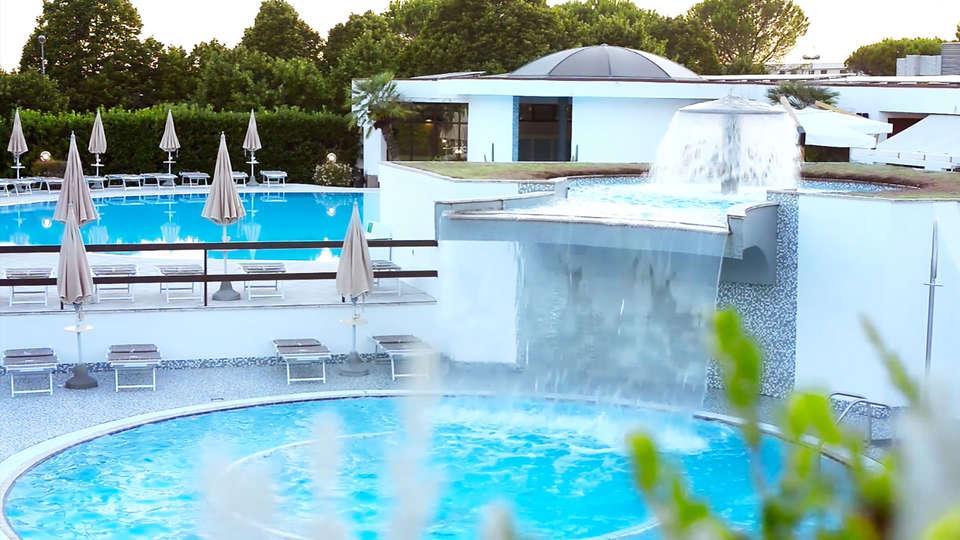 Terme Salus Hotel - EDIT_pool1.jpg