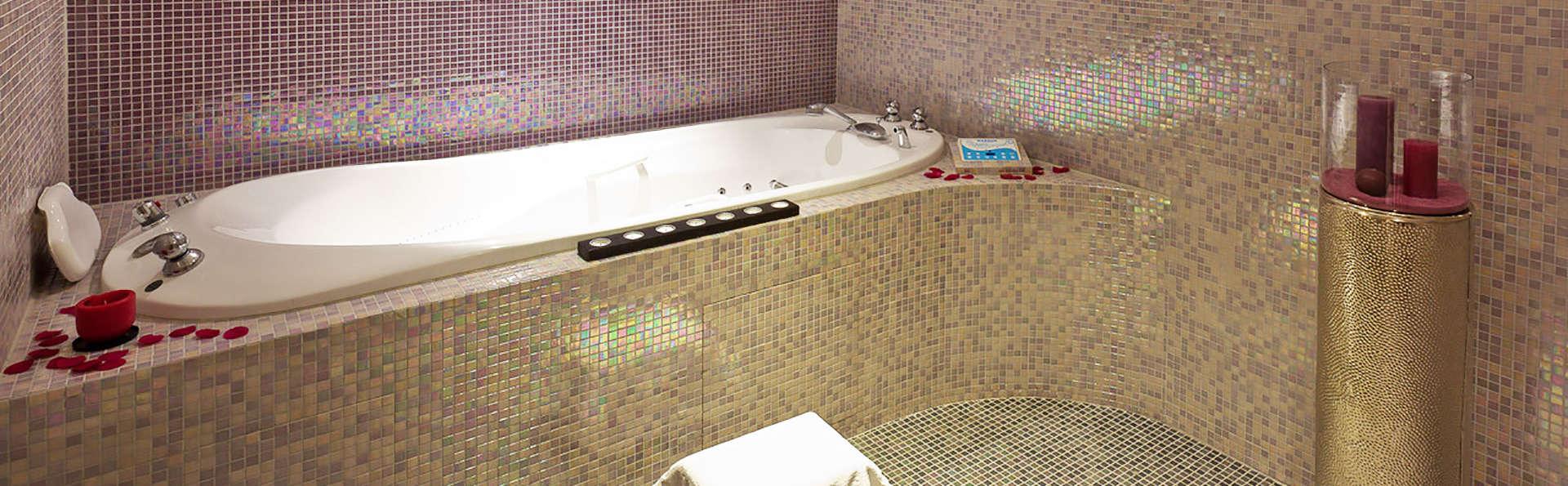 AxHôtel - EDIT_bath.jpg