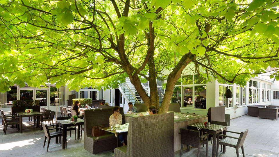 Van der Valk Hotel 's Hertogenbosch - Vught - EDIT_terrace2.jpg