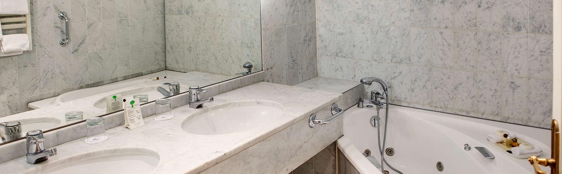 Hôtel Carlton   - EDIT_bathroom_jr_suite.jpg