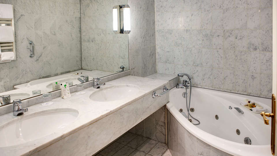 Hôtel Carlton   - EDIT_bathroom_jr_suite.jpg