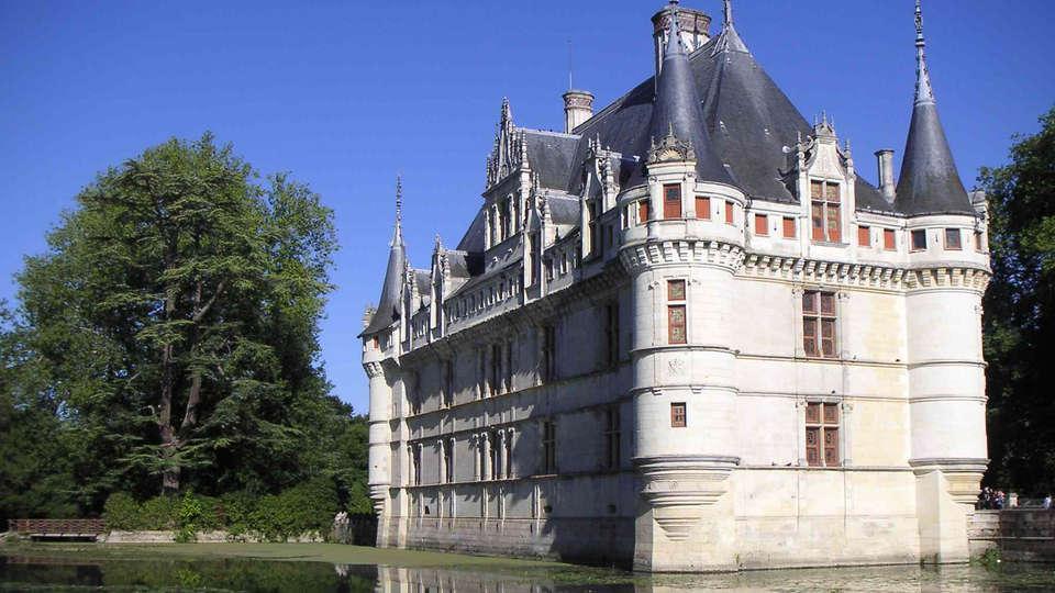 Hôtel des Châteaux - edit_Azay-le-rideau_chateau_douves.jpg