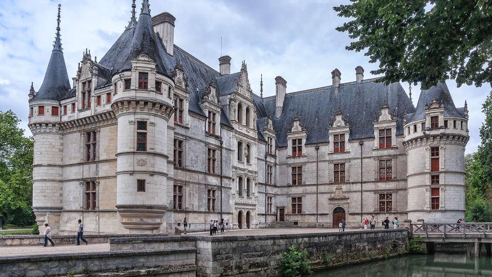 Hôtel des Châteaux - edit_castle.jpg