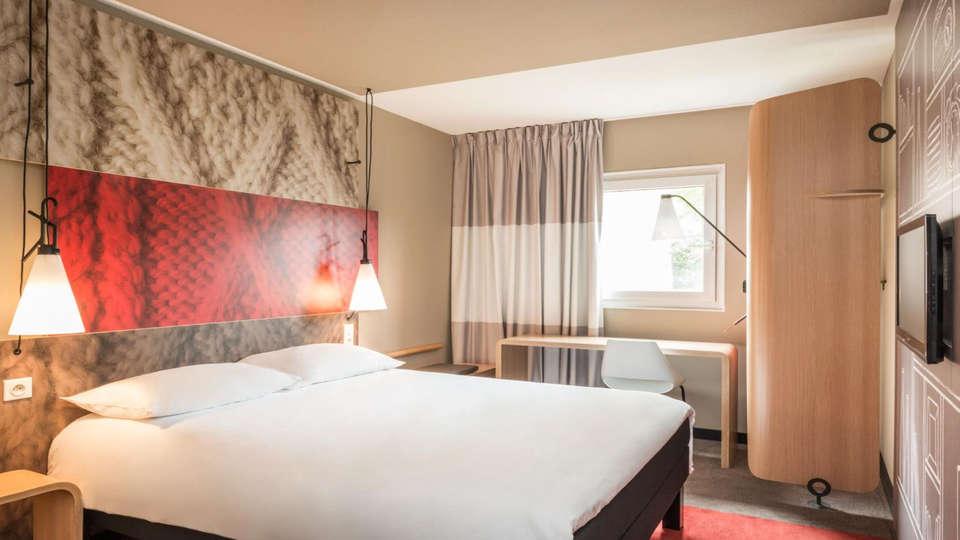 Ibis De Haan - EDIT_room1.jpg