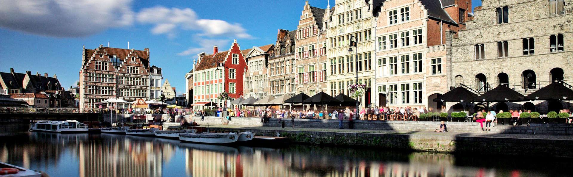 Découvrez la belle ville de Gand depuis un bateau